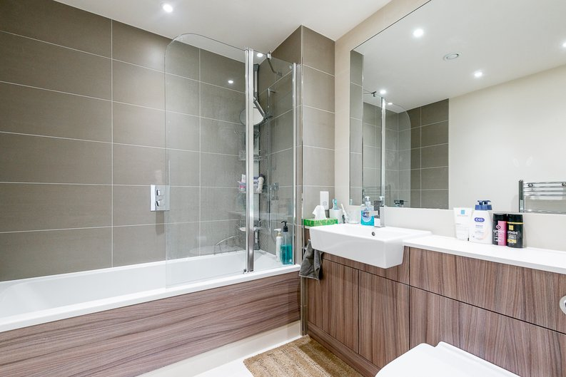 2 bedroom(s) apartment to sale in Argent House, Beaufort Park , London-image 6