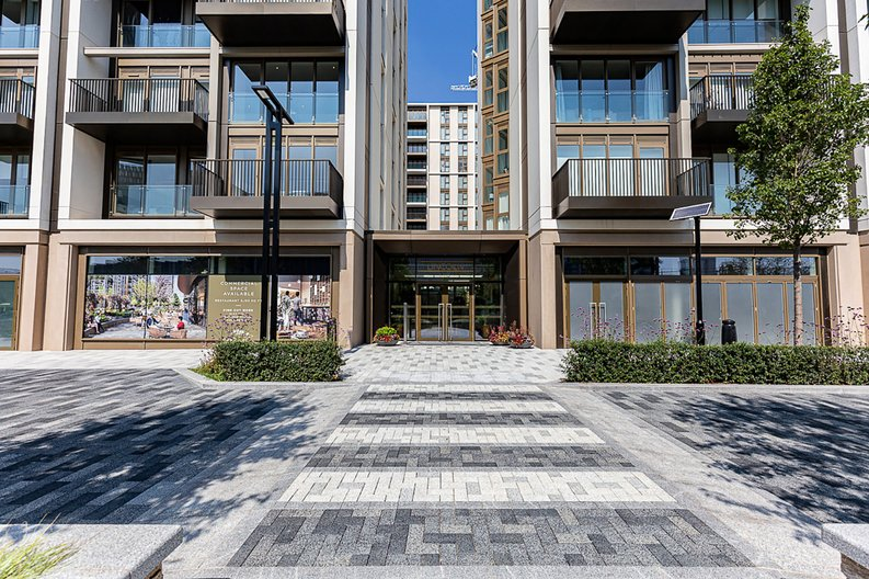 2 bedroom(s) apartment to sale in Fountain Park Way, White City, London-image 19