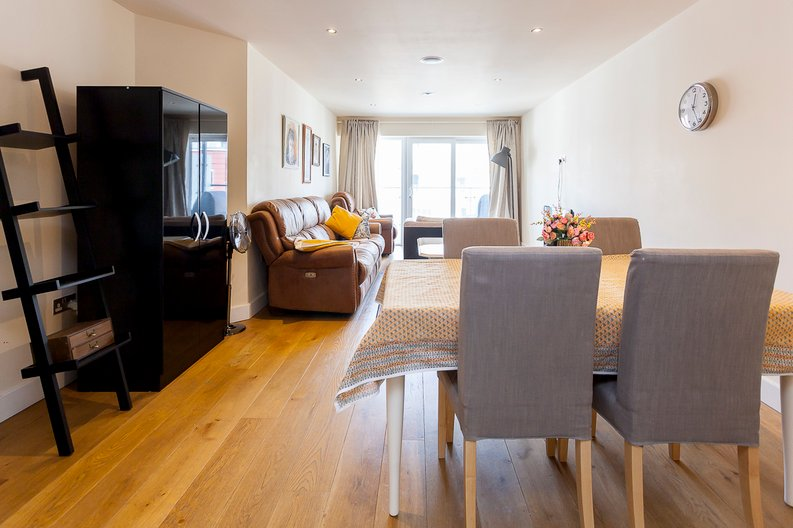 3 bedroom(s) apartment to sale in Cavendish House, 6 Boulevard Drive, London-image 3