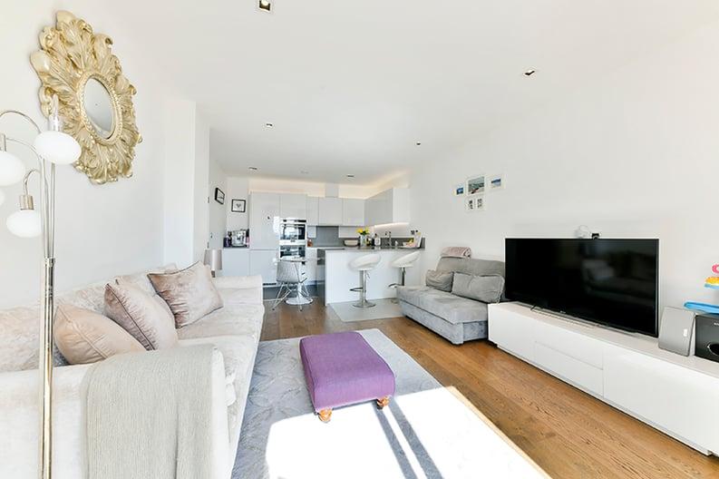 2 bedroom(s) apartment to sale in Belgravia House, Dickens Yard, Ealing, London-image 3
