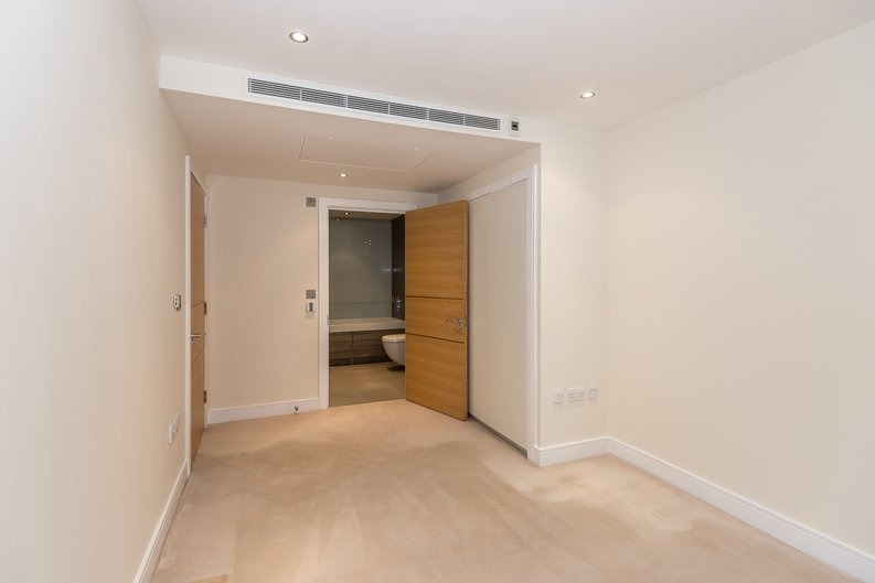 2 bedroom(s) apartment to sale in Mahogany House, Lensbury Avenue, Fulham-image 9