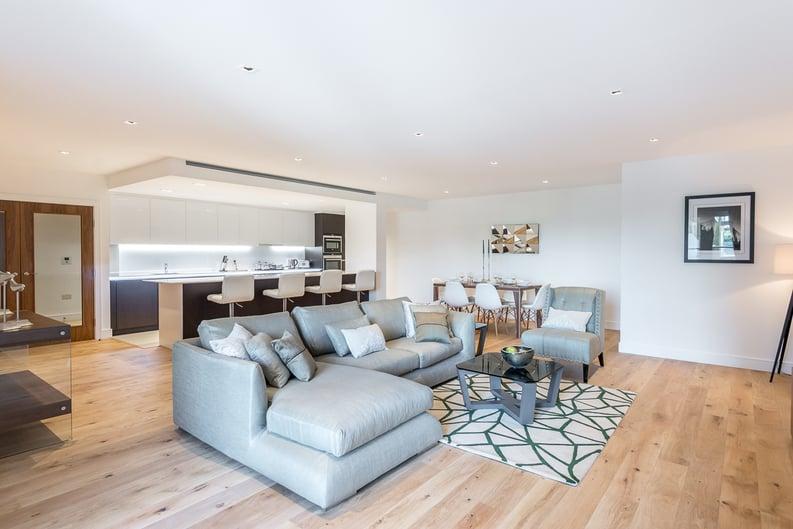 2 bedroom(s) apartment to sale in Rothschild House, Kew Bridge Road, Kew, Brentford-image 1