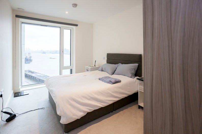 2 bedroom(s) apartment to sale in Duke of Wellington Avenue, Royal Arsenal Riverside, Woolwich, London-image 5