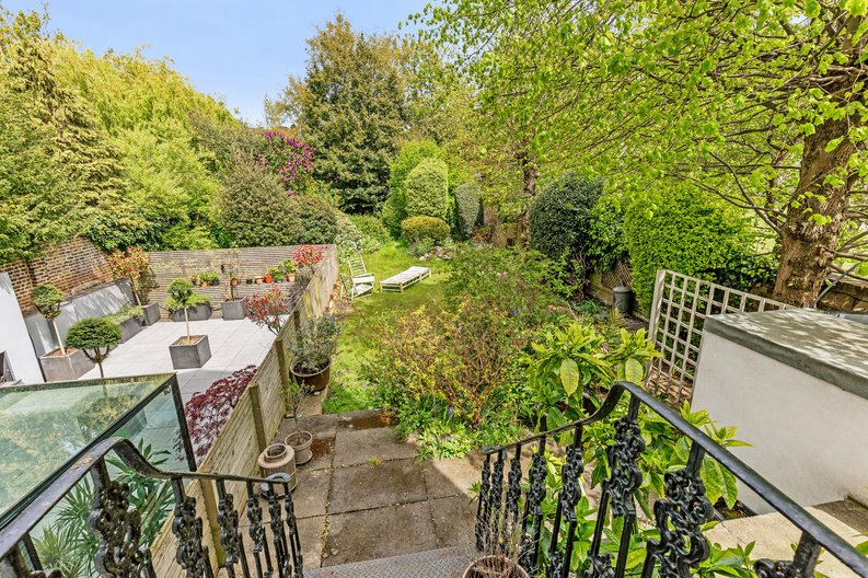 2 bedroom(s) apartment to sale in The Green, Surrey, Richmond-image 11