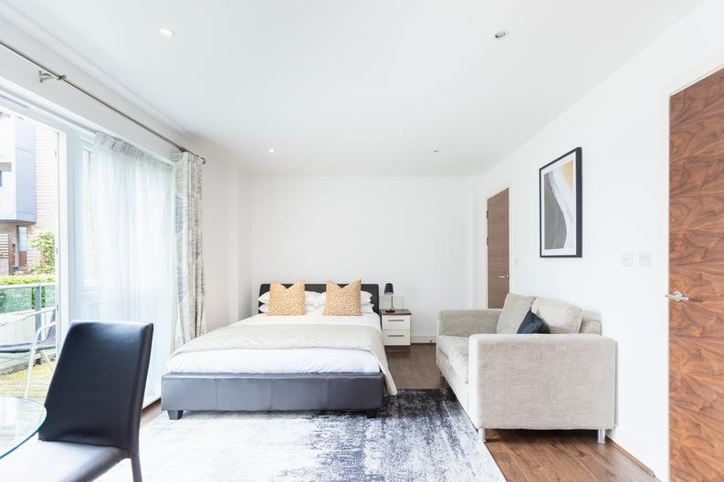Studio apartment to sale in Napier House, Bromyard Avenue, London-image 8