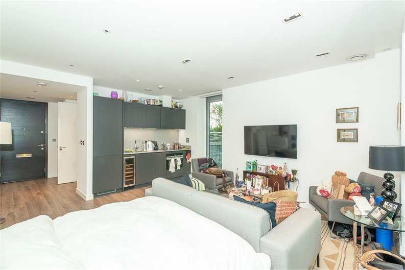 1 bedroom(s) apartment to sale in Satin House, 15 Piazza Walk, Goodmans Fields-image 9