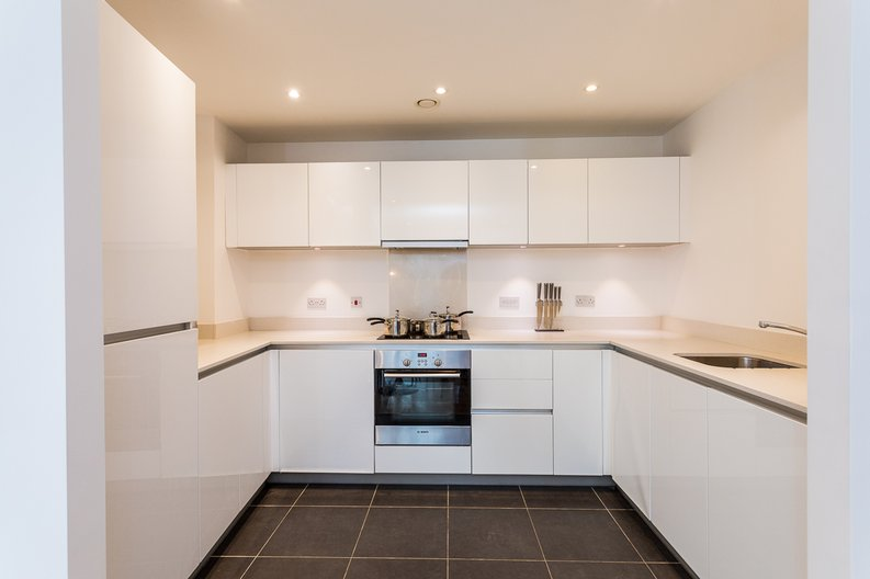 2 bedroom(s) apartment to sale in Riverside Apartments, Goodchild Road, Woodberry Down, Manor House-image 6
