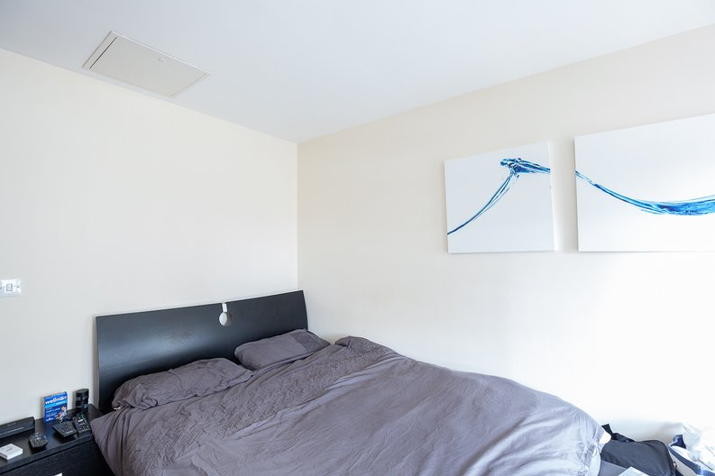 2 bedroom(s) apartment to sale in Warneford Court, 10 Mannock Close, London-image 5