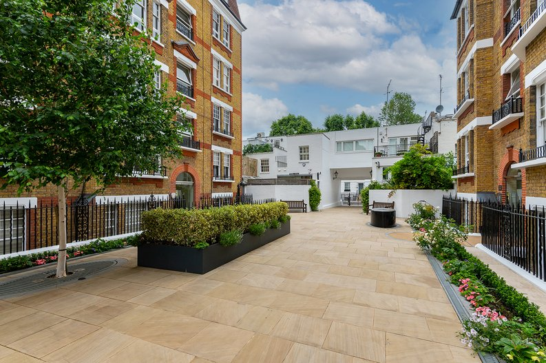 3 bedroom(s) apartment to sale in Walton Street, Kensington/Chelsea, London-image 18
