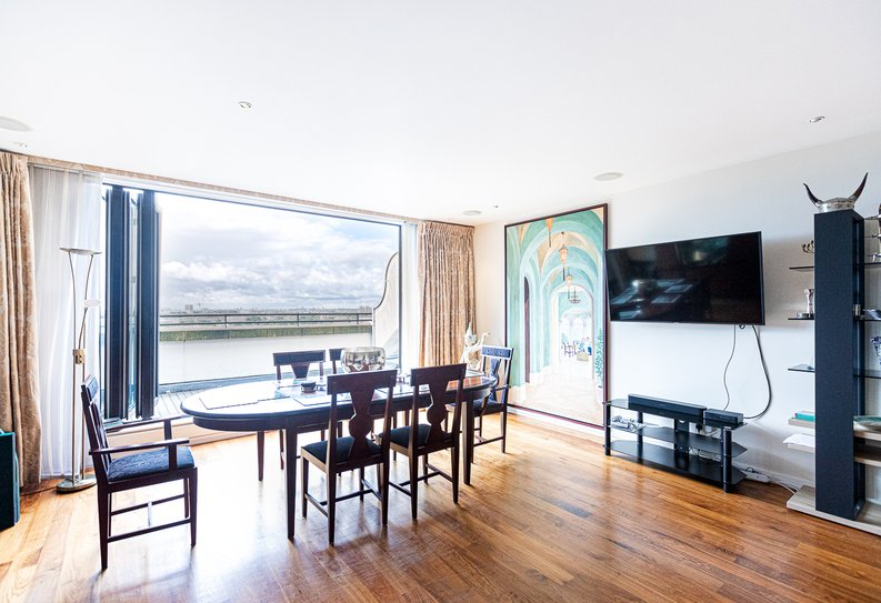 3 bedroom(s) apartment to sale in Cromwell Road, South Kensington, London-image 17