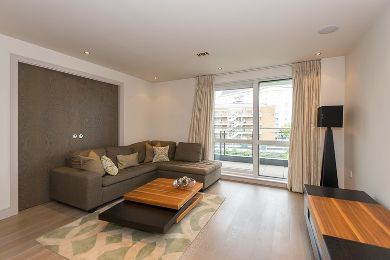 3 bedroom(s) apartment to sale in Doulton House, Park Street, Chelsea Creek-image 1