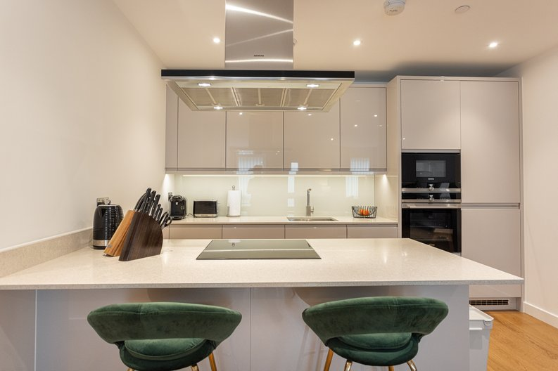 2 bedroom(s) apartment to sale in Colindale Gardens, London-image 2