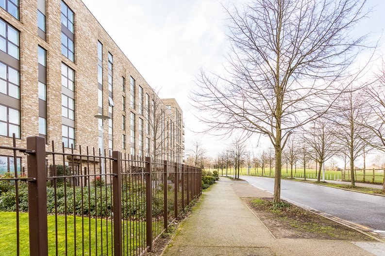 2 bedroom(s) apartment to sale in Bodiam Court, Park Royal-image 15