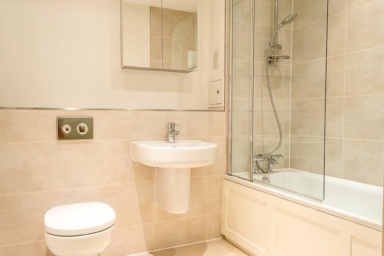 1 bedroom(s) apartment to sale in Braham Court, Blagrove Road, Teddington-image 6