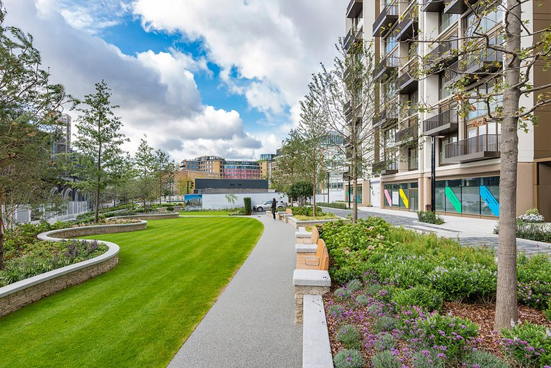 2 bedroom(s) apartment to sale in Fountain Park Way, White City, London-image 28