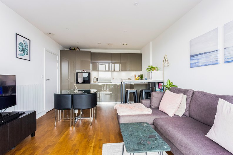 2 bedroom(s) apartment to sale in Victory Parade, Woolwich, London-image 1