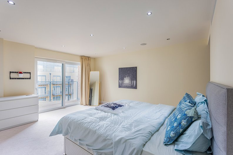 3 bedroom(s) apartment to sale in Boulevard Drive, Colindale, London-image 8
