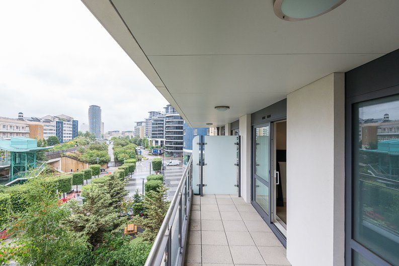 3 bedroom(s) apartment to sale in Doulton House, Park Street, Chelsea Creek-image 13