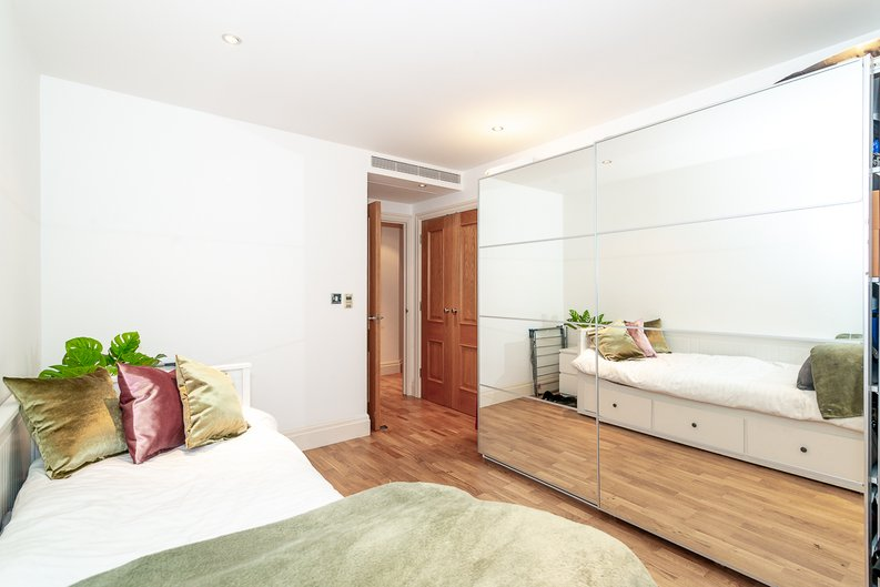 2 bedroom(s) apartment to sale in Harbour Reach, Imperial Wharf, London-image 10