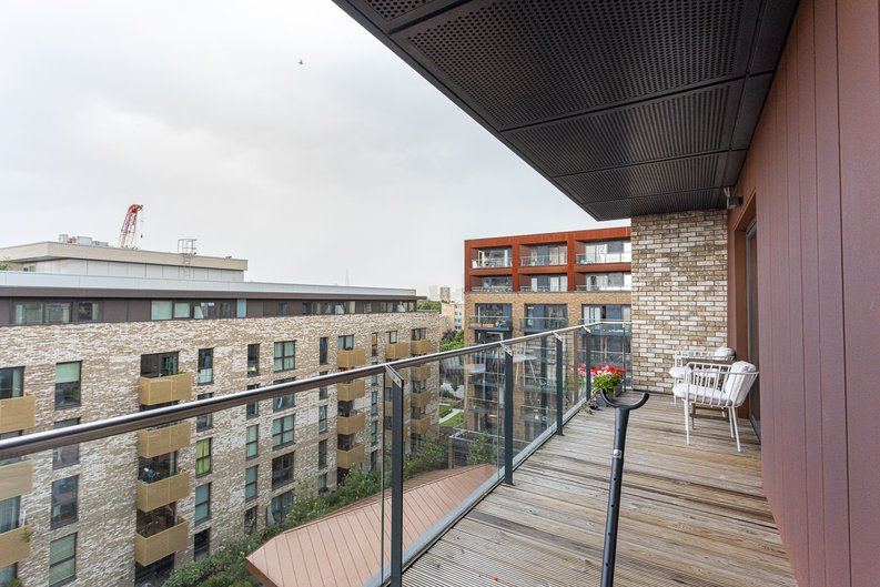 2 bedroom(s) apartment to sale in Cadmus Court, Seafarer Way, Surrey Quays, London-image 10