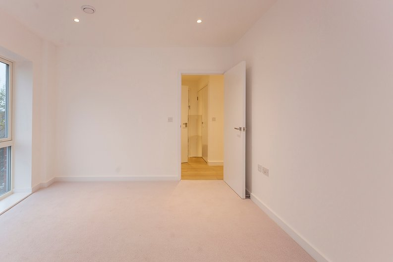 2 bedroom(s) apartment to sale in Collins Building, Wilkinson Close, Cricklewood-image 6