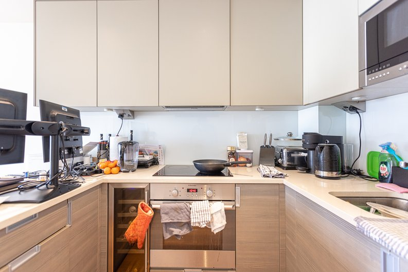 2 bedroom(s) apartment to sale in Heritage Avenue, London-image 8
