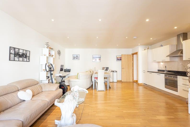 2 bedroom(s) apartment to sale in Roach Road, Hackney Wick, London-image 15