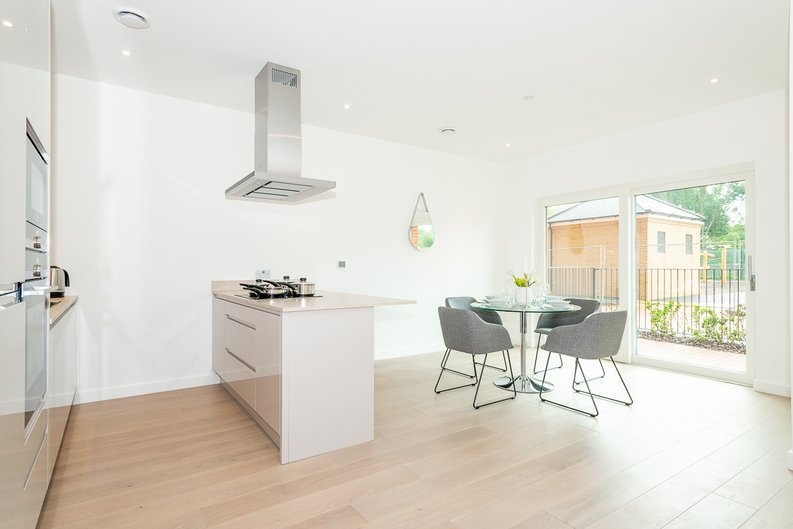 2 bedroom(s) apartment to sale in Thonrey Close, Colindale Gardens, Colindale-image 4