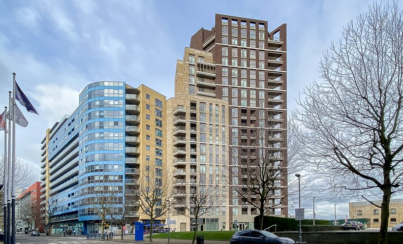 1 bedroom(s) apartment to sale in Royal Dock West, 12 Western Gateway, London-image 4