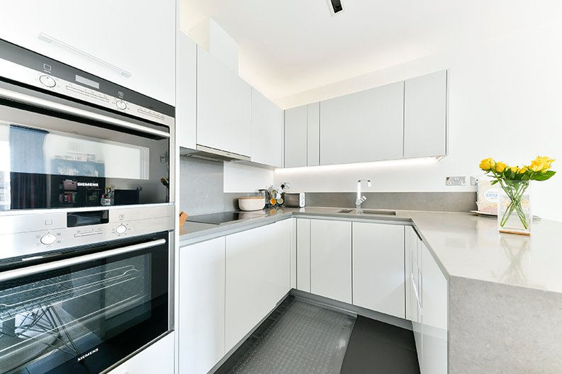 2 bedroom(s) apartment to sale in Belgravia House, Dickens Yard, Ealing, London-image 2