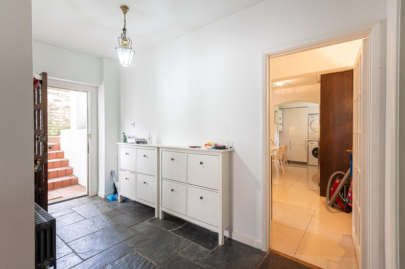 2 bedroom(s) apartment to sale in Thurlow Road, Hampstead, London-image 9