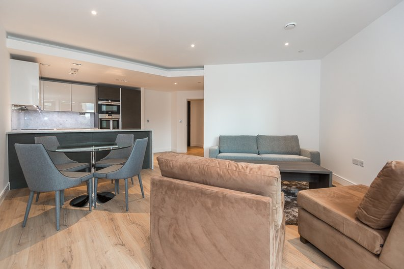 2 bedroom(s) apartment to sale in Lancaster House, Sovereign Court, Hammersmith, London-image 10