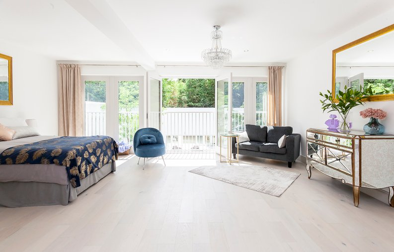 3 bedroom(s) apartment to sale in Montpelier Road, Ealing-image 10