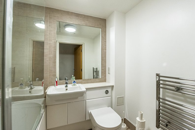 1 bedroom(s) apartment to sale in Eldon House, Beaufort Park, Colindale-image 3