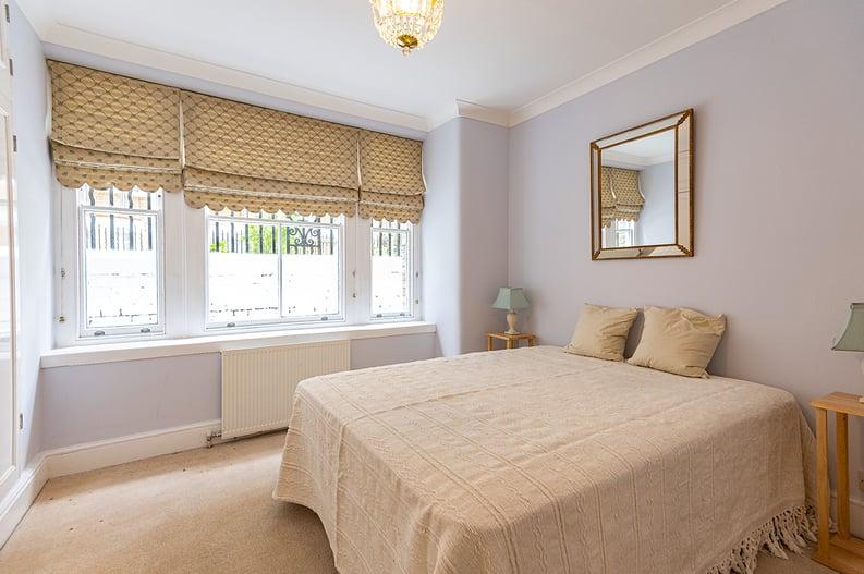 3 bedroom(s) apartment to sale in Walton Street, Kensington/Chelsea, London-image 3