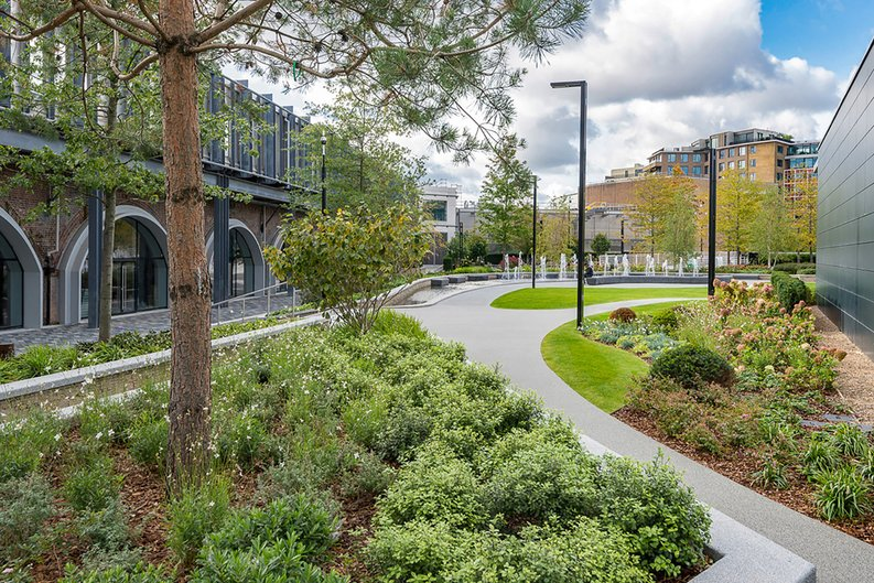 2 bedroom(s) apartment to sale in Fountain Park Way, White City, London-image 25