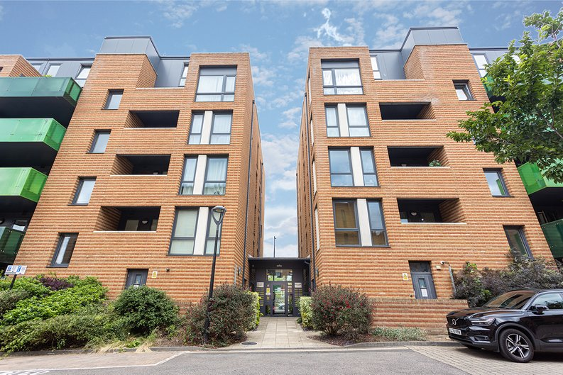 3 bedroom(s) apartment to sale in Sunflower Court, Seven Sisters Road, Finsbury Park, London-image 1