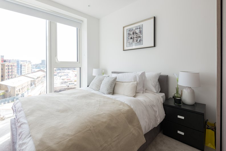 2 bedroom(s) apartment to sale in Admiralty House, Vaughan Way, London Dock, Wapping-image 6