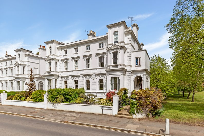 2 bedroom(s) apartment to sale in The Green, Surrey, Richmond-image 18