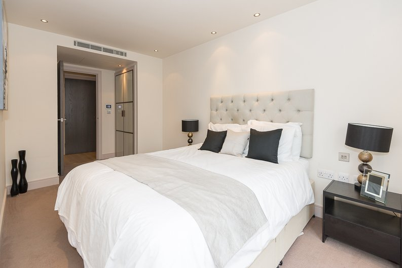 3 bedroom(s) apartment to sale in Doulton House, Park Street, Chelsea Creek-image 6
