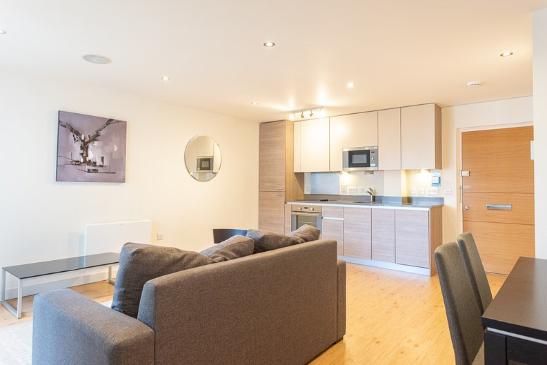 Studio apartment to sale in East Drive, Colindale, London-image 3
