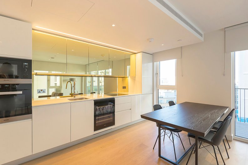 2 bedroom(s) apartment to sale in Fountain Park Way, White City, London-image 7