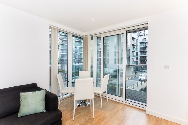 2 bedroom(s) apartment to sale in Waterside Apartments, Goodchild Road, Woodberry Down, Manor House-image 6