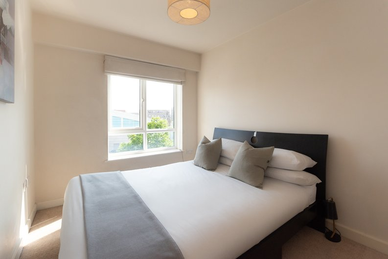 1 bedroom(s) apartment to sale in Heritage Avenue, Colindale, London-image 3