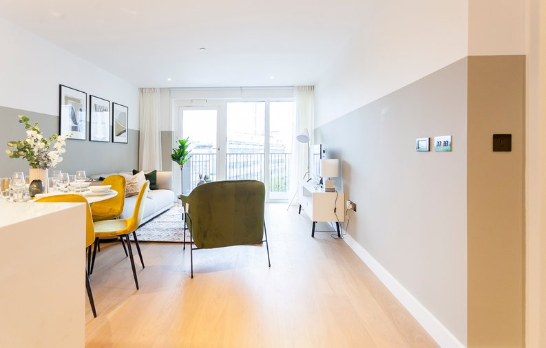 2 bedroom(s) apartment to sale in Fountain Park Way, London-image 8