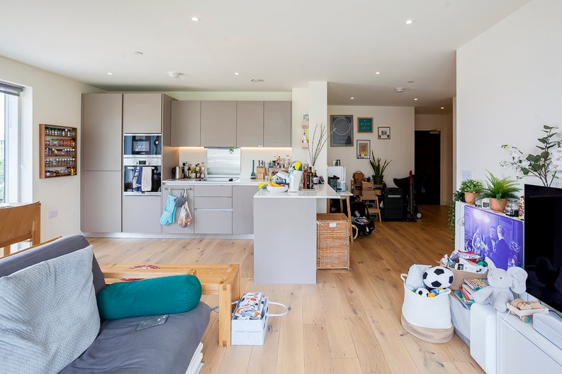 2 bedroom(s) apartment to sale in Tyger House, New Warren Lane, London-image 3
