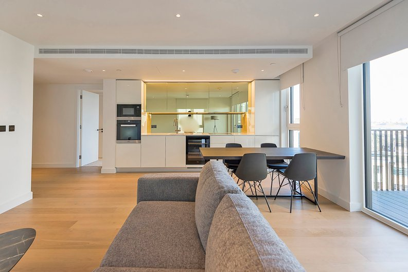 2 bedroom(s) apartment to sale in Fountain Park Way, White City, London-image 11