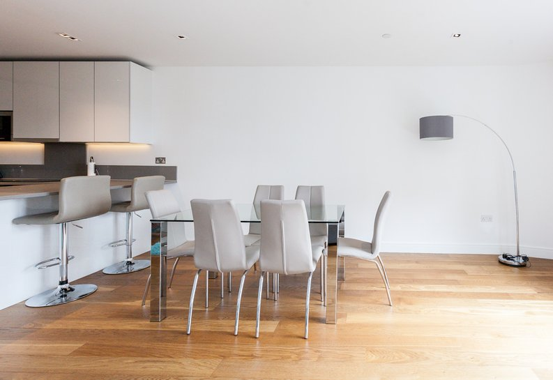 2 bedroom(s) apartment to sale in Skyline House, Dickens Yard, Longfield Avenue , London-image 4