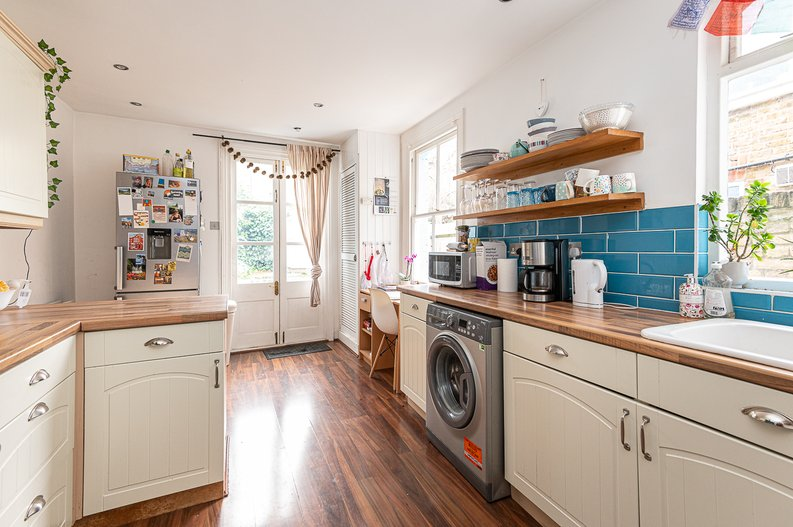 5 bedroom(s) house to sale in Endsleigh Road, West Ealing-image 5