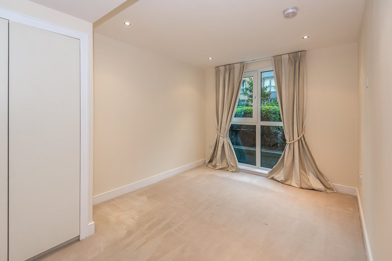 2 bedroom(s) apartment to sale in Mahogany House, Lensbury Avenue, Fulham-image 8